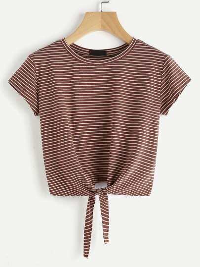 Tee-shirt à rayures avec un nœud