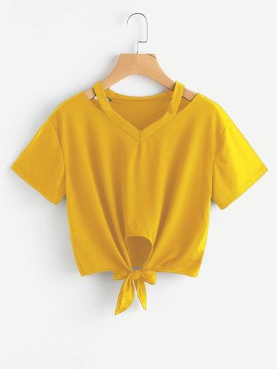 Camiseta con abertura y nudo en la parte delantera