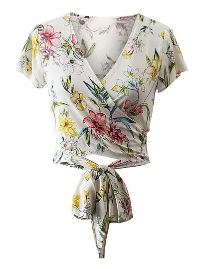 Bluse mit Chorhemd vorn und Knoten um die Taille