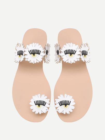 Sandalias con flor y detalle de bordado