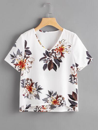 Blusa floral asimétrica con cuello en V