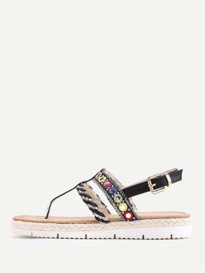 Sandales à fond plat