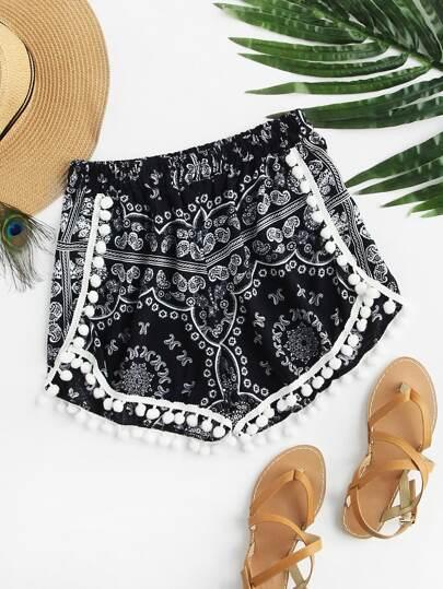 Shorts con estampado al azar con pompones