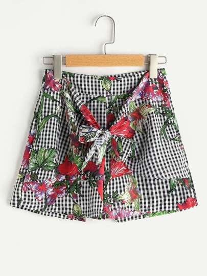 Pantaloncini a quadretti con stampa di fogliame