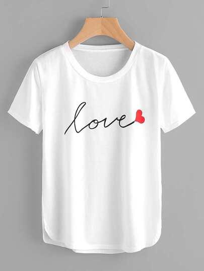 T-shirt mit Buchstabemuster und geschwungenem Saum