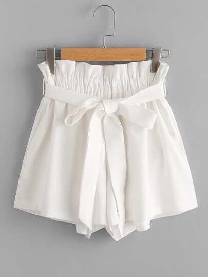 Shorts mit Falten um die Taille und Knoten