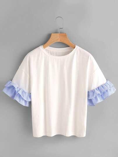 Camiseta con hombros caídos de rayas con volantes