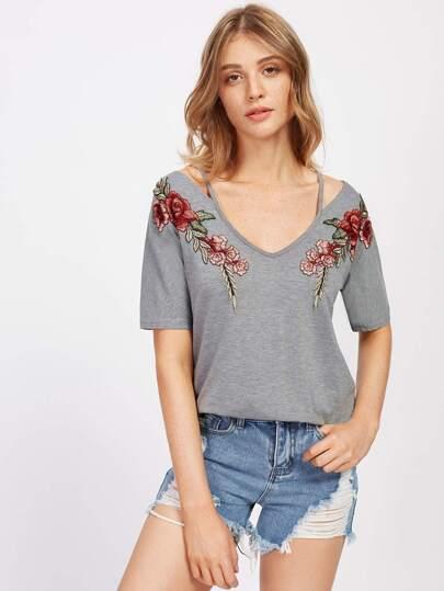 Модная футболка с цветочной аппликацией и V-образным вырезом