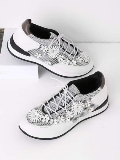 Chaussures de baskets avec lacet et embellissement de fleur