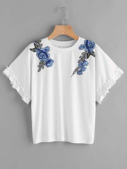 Camiseta con aplicación de flor con bordado con volantes