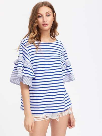 T-Shirt mit sehr tief angesetzter Schulterpartie und mehrlagigen Flötehülsen