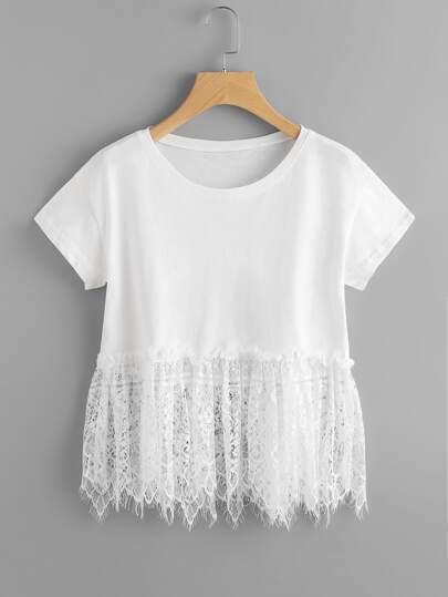 Модная футболка с кружевной вставкой