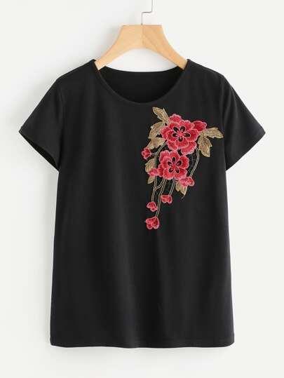 Tee-shirt brodé avec des appliques