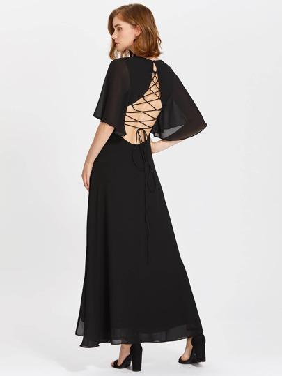 Kleid mit Band und Flatterndehülse