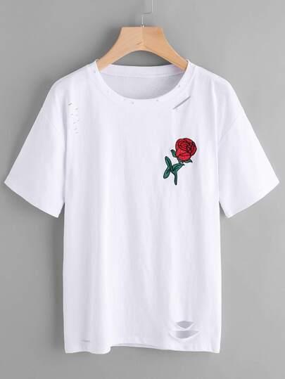 Langes T-shirt mit Rosestickereien und Loch