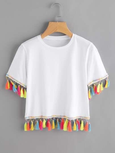Camiseta con ribete de borlas