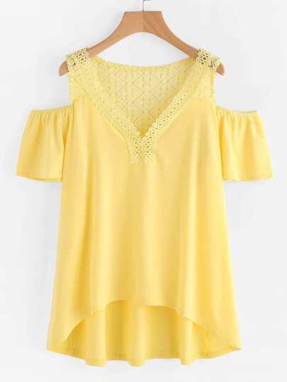 Tee-shirt trapèze épaules dénudées en crochet en dentelle