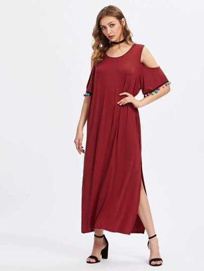 Schulterfreies Kleid mit Schlitzseite und Pompons