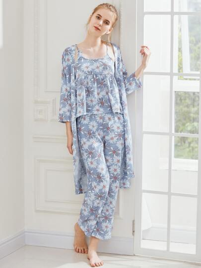 Pijama con estampado con bata