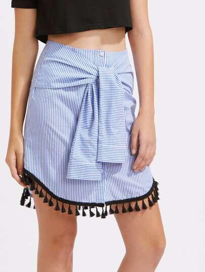 Falda de rayas con cordón en la parte delantera y bajo redondeado