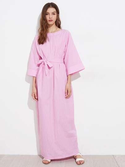 Vestito a strisce con maniche kimono