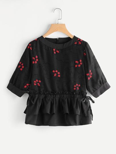 Модная блуза с вышивкой и оборкой