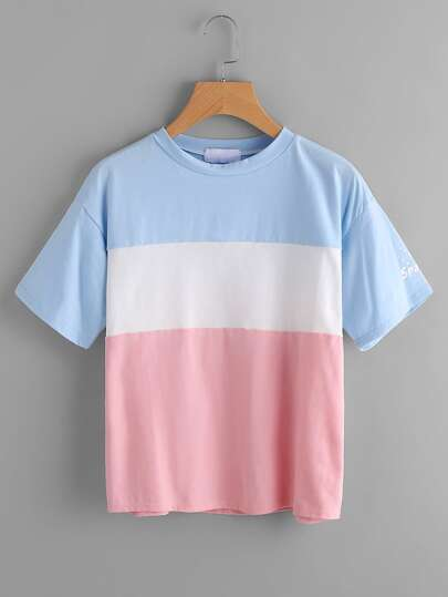 Camiseta con letras en color block
