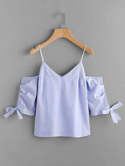 Blusa de rayas con hombros abiertos y cordones