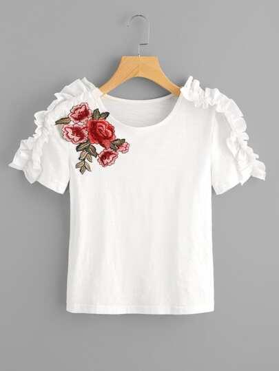 Tee-shirt avec des pièces des fleurs et des plis
