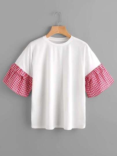 T-Shirt mit sehr tief angesetzter Schulterpartie und Ginghamärmeln