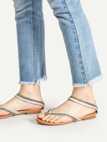 Sandales à fond plat avec bande