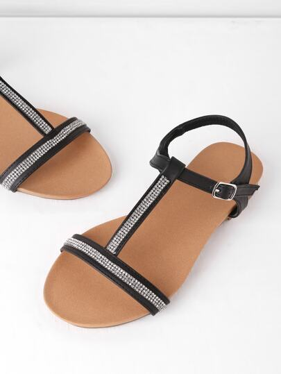 Sandales à fond plat avec bande en forme de T