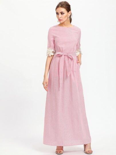 Vestido con aplicación de encaje y cordón