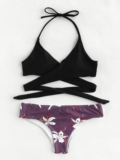 Ensemble de bikini imprimé des fleurs avec un lacet