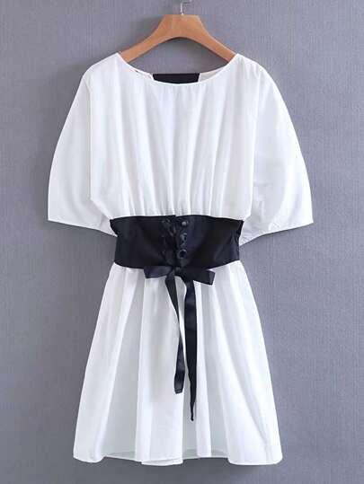 Vestito con cintura stile corsetto con laccetti