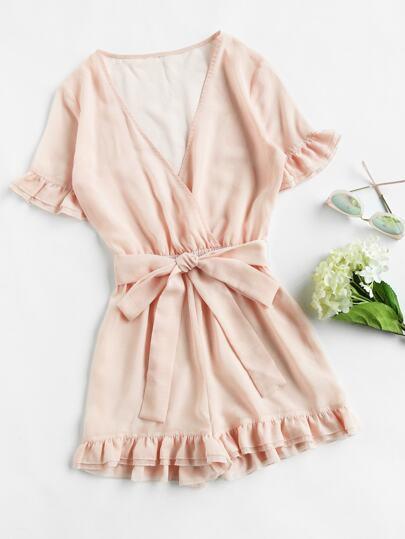 Модный комбинезон с запахом и оборкой