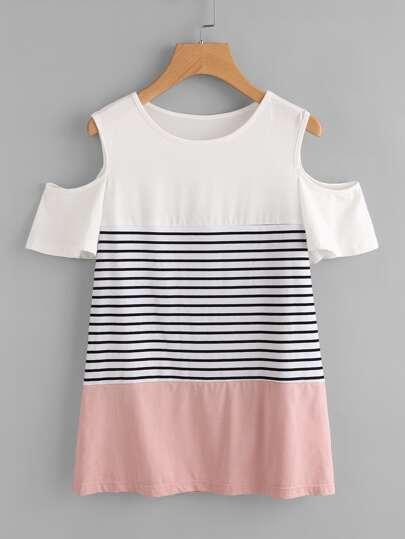 Camiseta con hombros abiertos y costuras