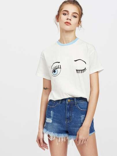 Camiseta estampada de ojo guiño de hombros caídos