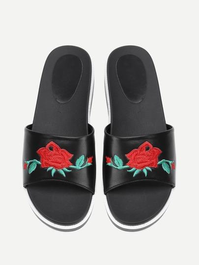 Sandales à fond plat brodé des roses