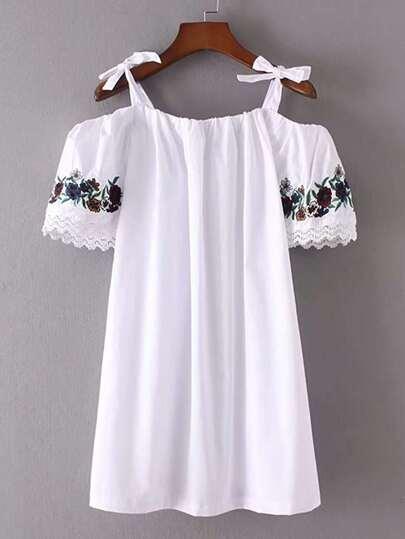 Kleid mit Schulterfrei,Stickereien und Schleife Detail
