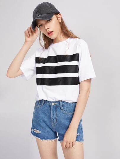 Tee-shirt contrasté avec des appliques