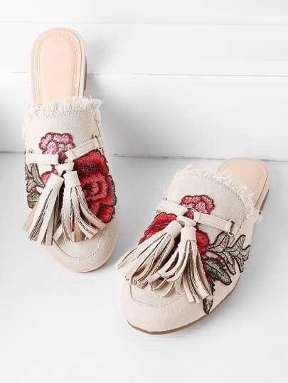 Chinelas estilo mocasín en denim con bordado