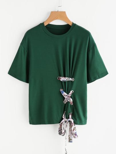 Tee-shirt à lacets avec la chute de l'épaule