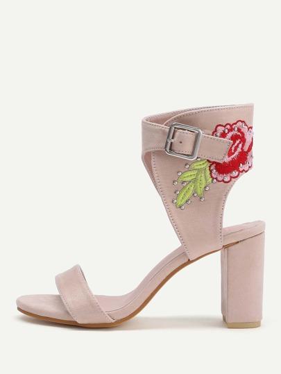 Sandales à talons hauts brodé des fleurs