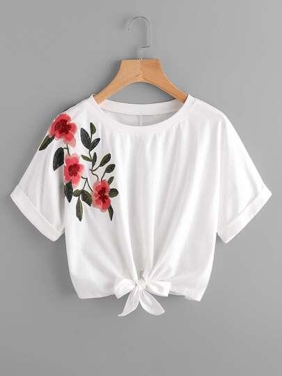 T-Shirt mit Knoten vorn und Stickereien