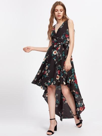 Kleid mit Blumen, abfallendem Saum uns Gürtel