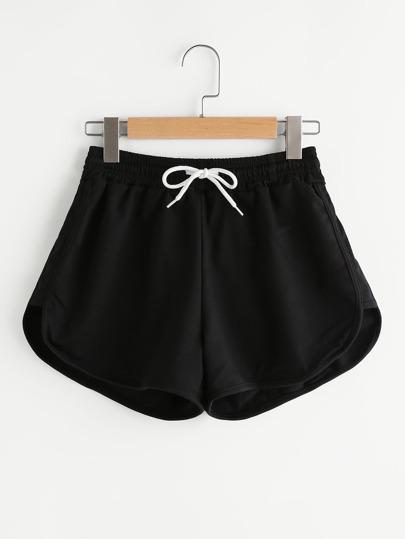 Shorts dauphin avec une ceinture