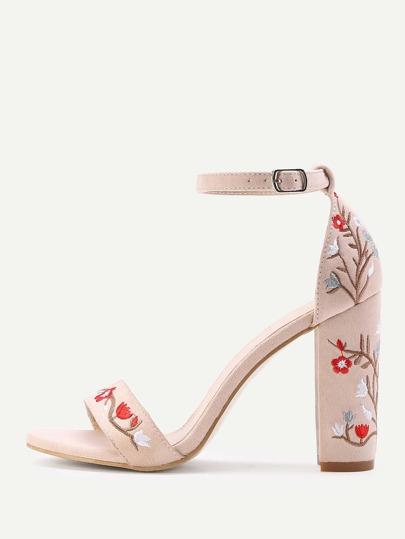 Sandalias de tacón cuadrado en dos partes con bordado