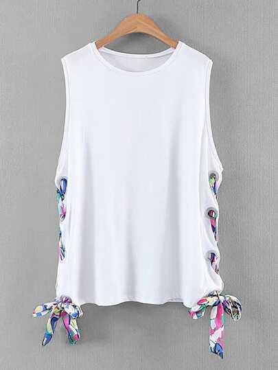 Camiseta sin mangas con cordones en la parte lateral