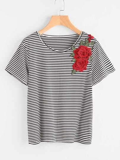 T-Shirt mit 3D Stickereien, Applikation und Streifen
